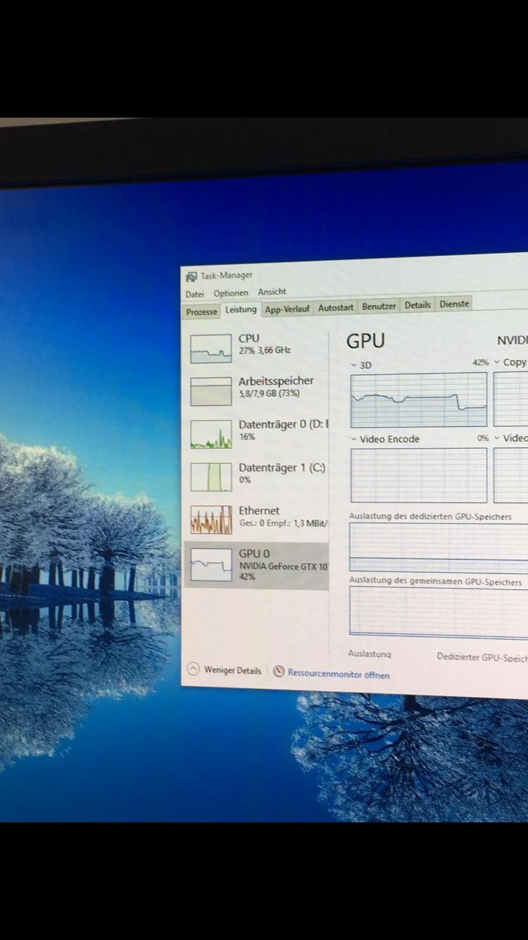 SSD geht unregelmäßig auf 100 % und friert dann für ca 20 sek ein