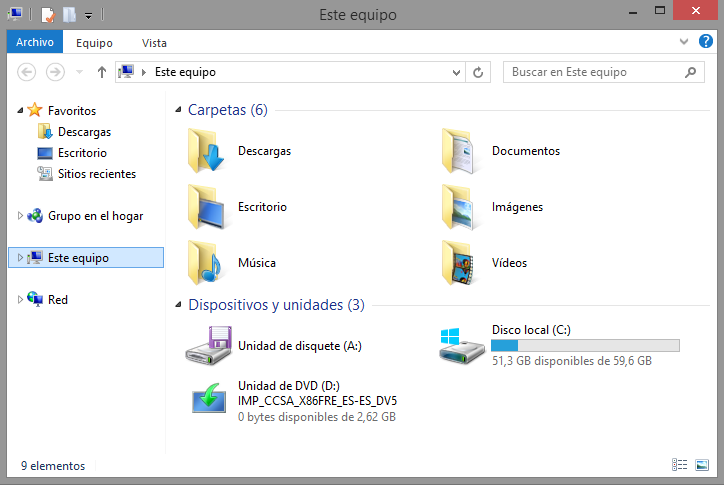 """Para quitar estas 6 carpetas de la vista de """"Este equipo"""", y devolver la visualización como se ve en Windows 8, debemos hacer lo siguiente: 1."""