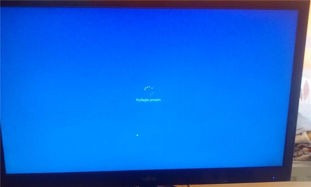 windows 10 stuck at please wait screen - Microsoft Community