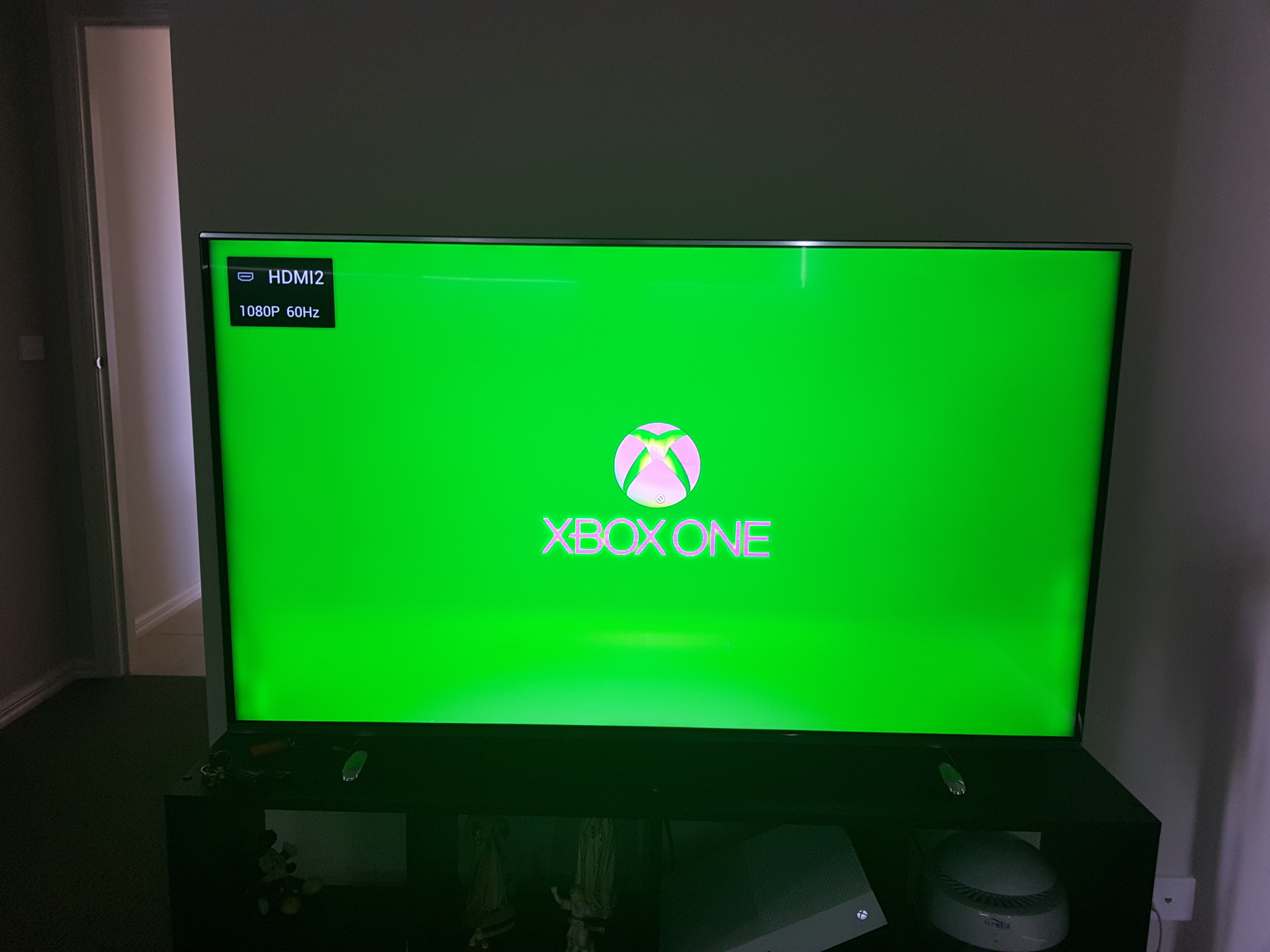 Blue lines on the screen xbox one s - Microsoft Community
