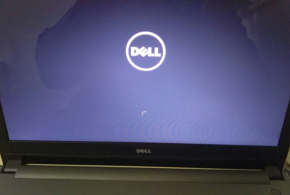 Dell Inspiron 5000 windows 10 download keep resetting on and on at