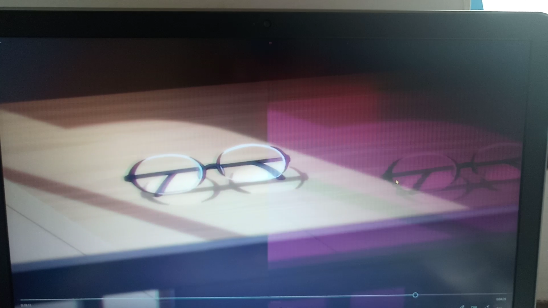 Purple gridlines when playing videos in full screen
